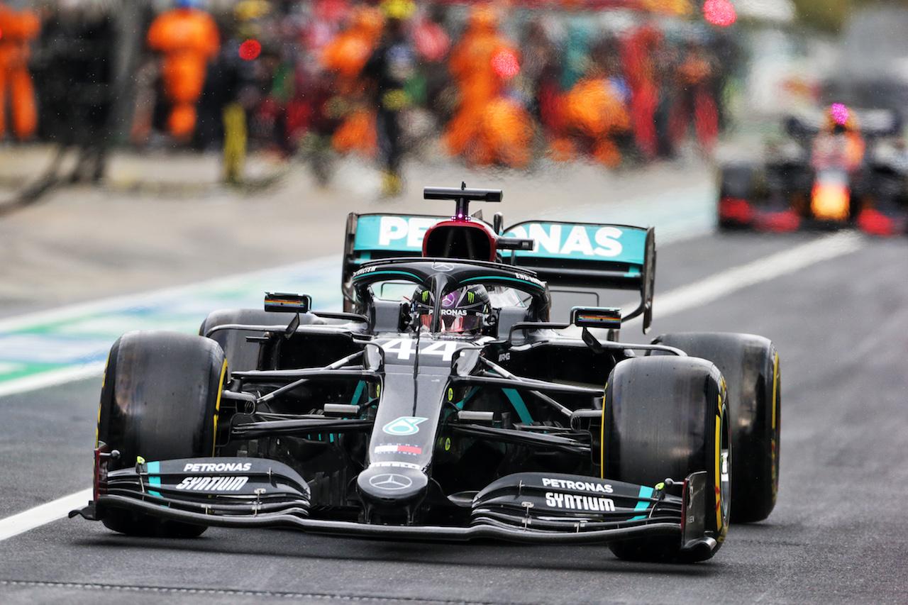 GP EIFEL, Lewis Hamilton (GBR) Mercedes AMG F1 W11. 11.10.2020. Formula 1 World Championship, Rd 11, Eifel Grand Prix, Nurbugring, Germany, Gara Day. - www.xpbimages.com, EMail: requests@xpbimages.com © Copyright: Bearne / XPB Images