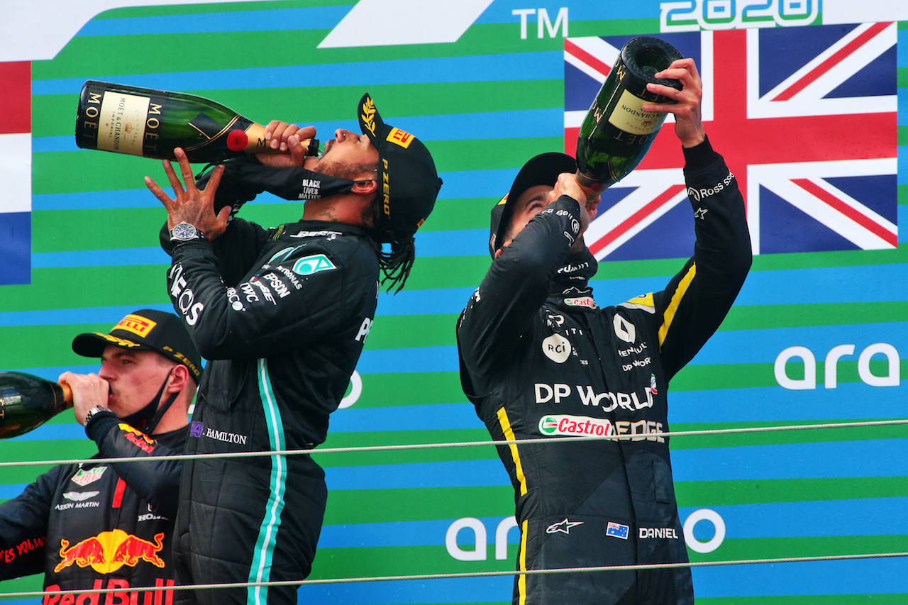 GP EIFEL, The podium (L to R): Max Verstappen (NLD) Red Bull Racing, second; Lewis Hamilton (GBR) Mercedes AMG F1, vincitore; Daniel Ricciardo (AUS) Renault F1 Team, third. 11.10.2020. Formula 1 World Championship, Rd 11, Eifel Grand Prix, Nurbugring, Germany, Gara Day. - www.xpbimages.com, EMail: requests@xpbimages.com © Copyright: XPB Images