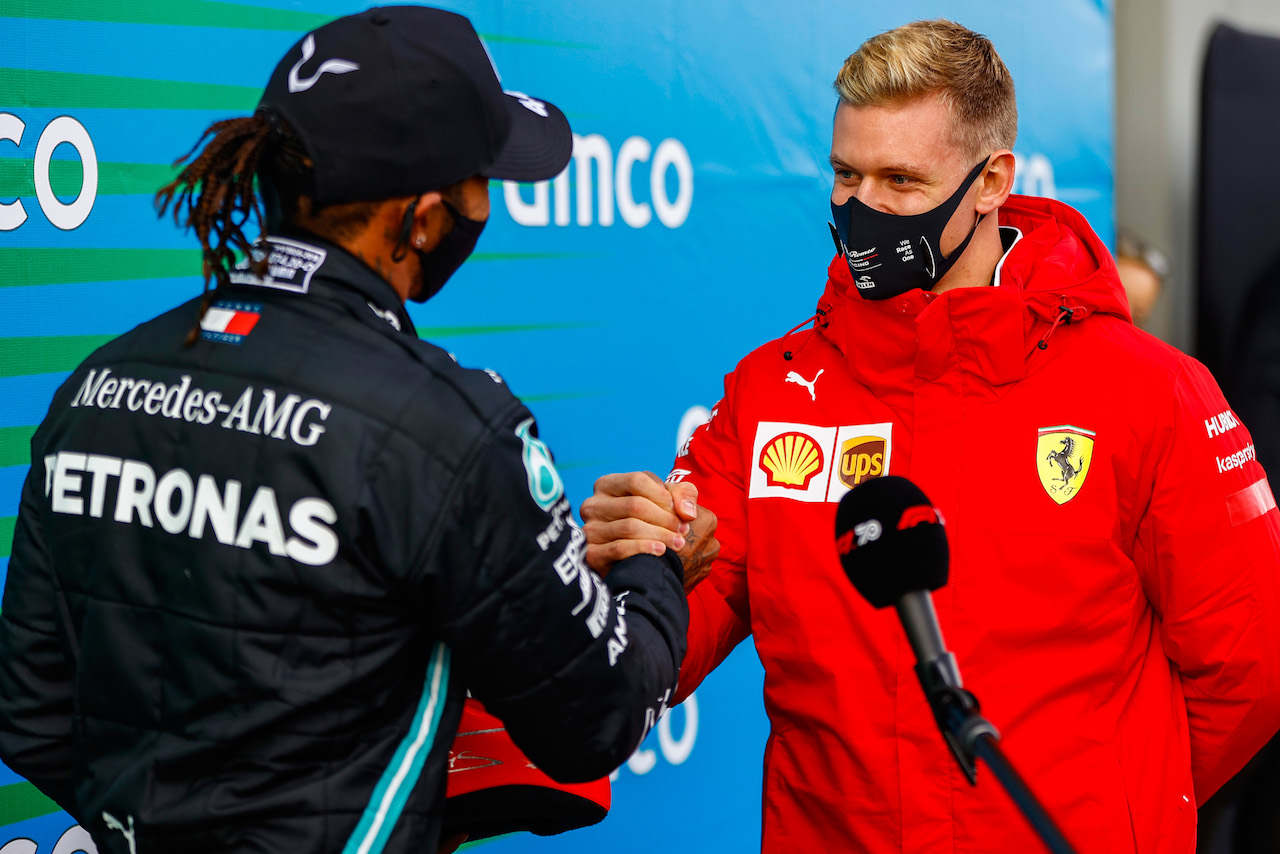 GP EIFEL, Gara winner Lewis Hamilton (GBR) Mercedes AMG F1 is presented with the helmet of Michael Schumacher (GER) by Mick Schumacher (GER) in parc ferme after equalling the record for the number of F1 victories. 11.10.2020. Formula 1 World Championship, Rd 11, Eifel Grand Prix, Nurbugring, Germany, Gara Day. - www.xpbimages.com, EMail: requests@xpbimages.com © Copyright: FIA Pool Image for Editorial Use Only