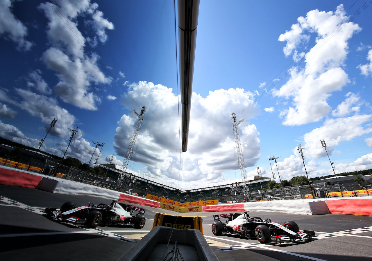 GP GRAN BRETAGNA, Romain Grosjean (FRA) Haas F1 Team VF-20. 02.08.2020. Formula 1 World Championship, Rd 4, British Grand Prix, Silverstone, England, Gara Day. - www.xpbimages.com, EMail: requests@xpbimages.com © Copyright: Moy / XPB Images