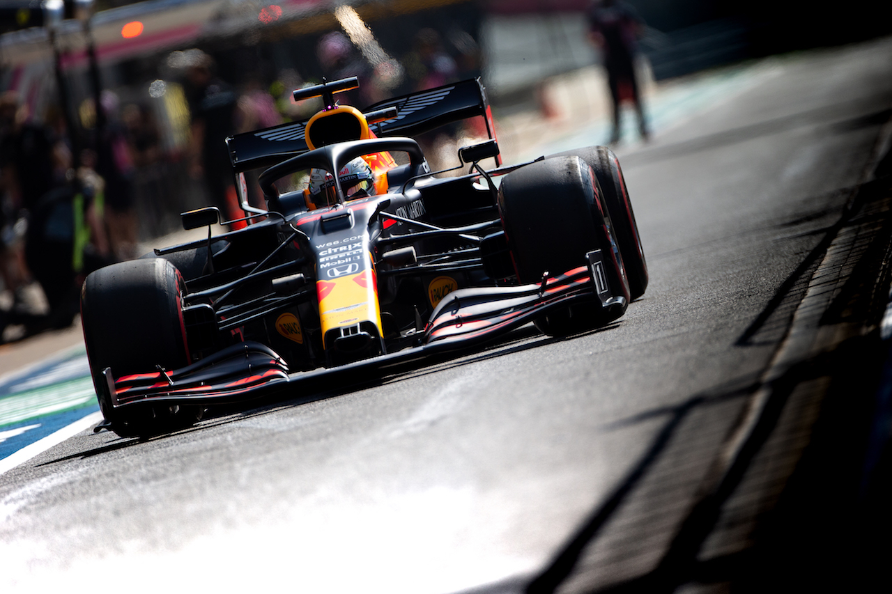 GP GRAN BRETAGNA, Max Verstappen (NLD) Red Bull Racing RB16. 31.07.2020. Formula 1 World Championship, Rd 4, British Grand Prix, Silverstone, England, Practice Day. - www.xpbimages.com, EMail: requests@xpbimages.com © Copyright: Bearne / XPB Images