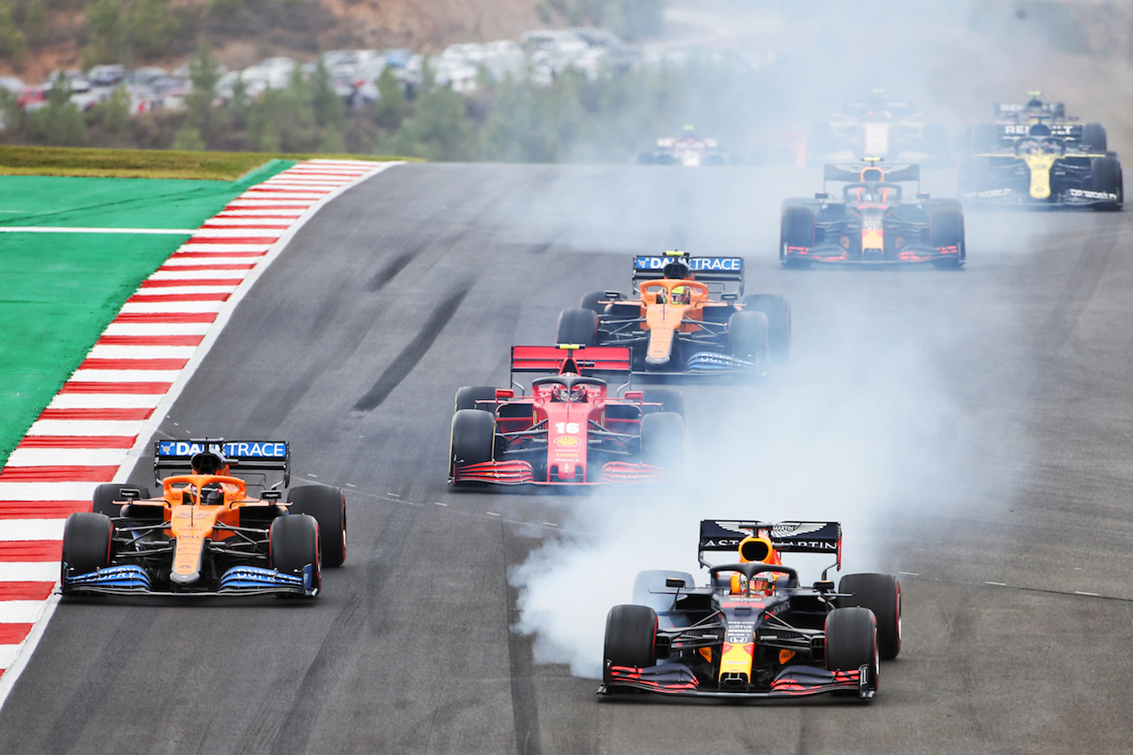 GP PORTOGALLO, Max Verstappen (NLD) Red Bull Racing RB16 locks up under braking at the partenza of the race.
