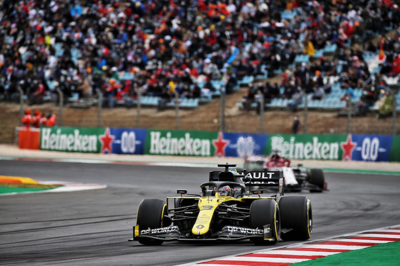 GP PORTOGALLO, Daniel Ricciardo (AUS) Renault F1 Team RS20. 25.10.2020. Formula 1 World Championship, Rd 12, Portuguese Grand Prix, Portimao, Portugal, Gara Day. - www.xpbimages.com, EMail: requests@xpbimages.com © Copyright: Batchelor / XPB Images