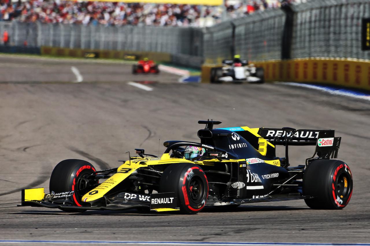 GP RUSSIA, Daniel Ricciardo (AUS) Renault F1 Team RS20. 27.09.2020. Formula 1 World Championship, Rd 10, Russian Grand Prix, Sochi Autodrom, Sochi, Russia, Gara Day. - www.xpbimages.com, EMail: requests@xpbimages.com © Copyright: Charniaux / XPB Images