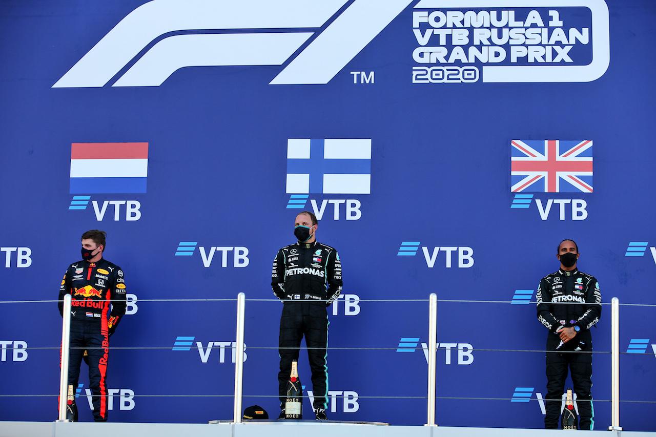 GP RUSSIA, The podium (L to R): Max Verstappen (NLD) Red Bull Racing, second; Valtteri Bottas (FIN) Mercedes AMG F1, vincitore; Lewis Hamilton (GBR) Mercedes AMG F1, third. 27.09.2020. Formula 1 World Championship, Rd 10, Russian Grand Prix, Sochi Autodrom, Sochi, Russia, Gara Day. - www.xpbimages.com, EMail: requests@xpbimages.com © Copyright: Batchelor / XPB Images