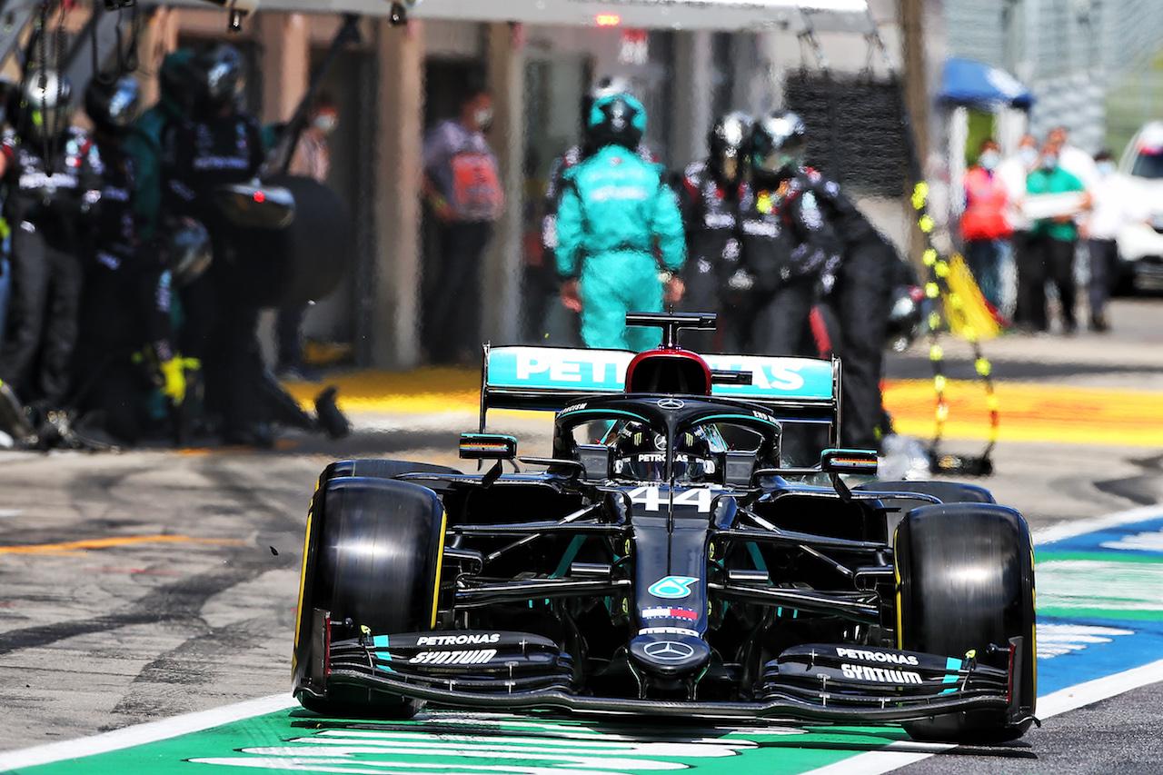 GP STIRIA, Lewis Hamilton (GBR) Mercedes AMG F1 W11 makes a pit stop. 12.07.2020. Formula 1 World Championship, Rd 2, Steiermark Grand Prix, Spielberg, Austria, Gara Day. - www.xpbimages.com, EMail: requests@xpbimages.com © Copyright: Moy / XPB Images