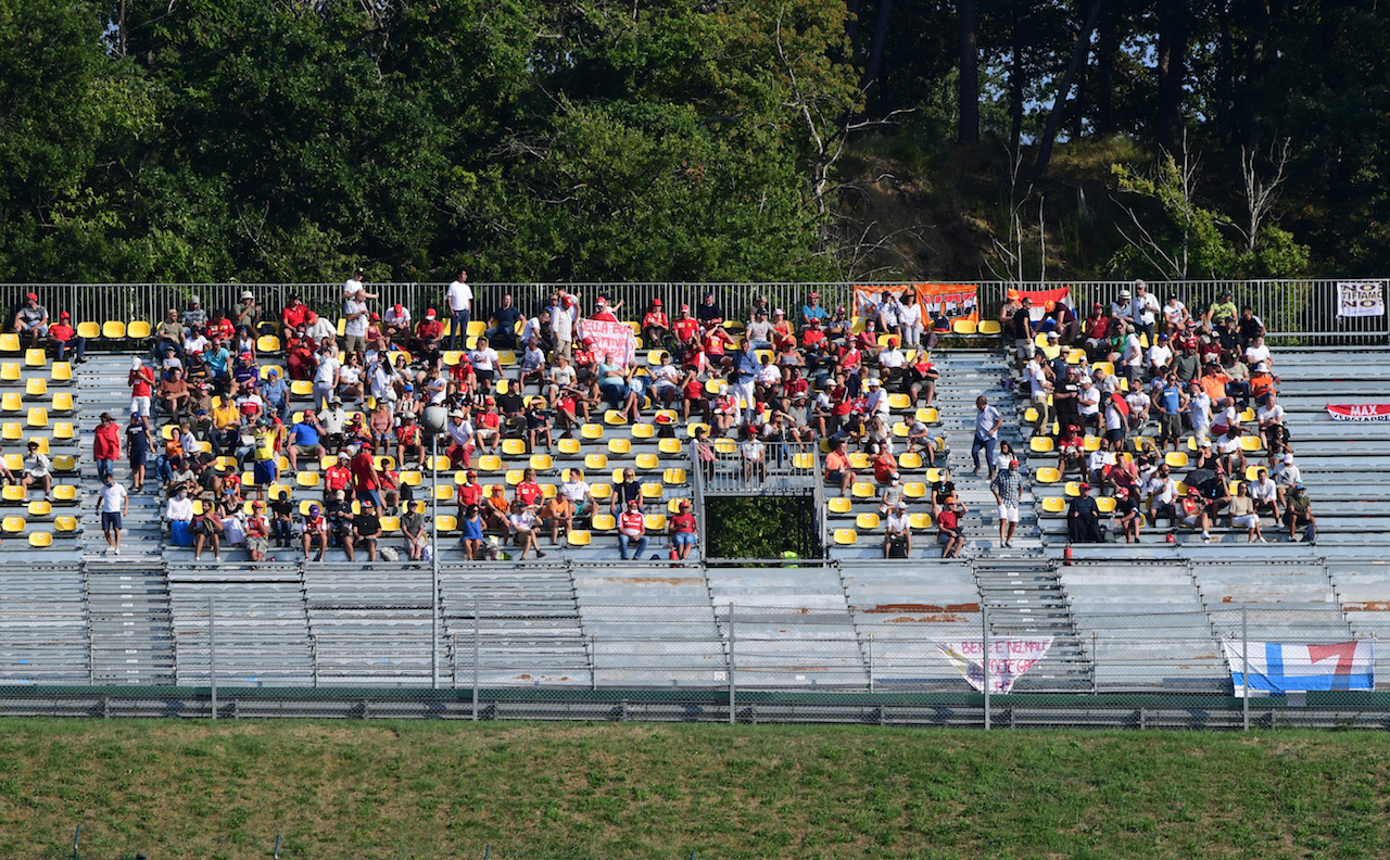 GP TOSCANA FERRARI 1000, Circuit Atmosfera - fans in the grandstand. 13.09.2020. Formula 1 World Championship, Rd 9, Tuscan Grand Prix, Mugello, Italy, Gara Day. - www.xpbimages.com, EMail: requests@xpbimages.com © Copyright: FIA Pool Image for Editorial Use Only