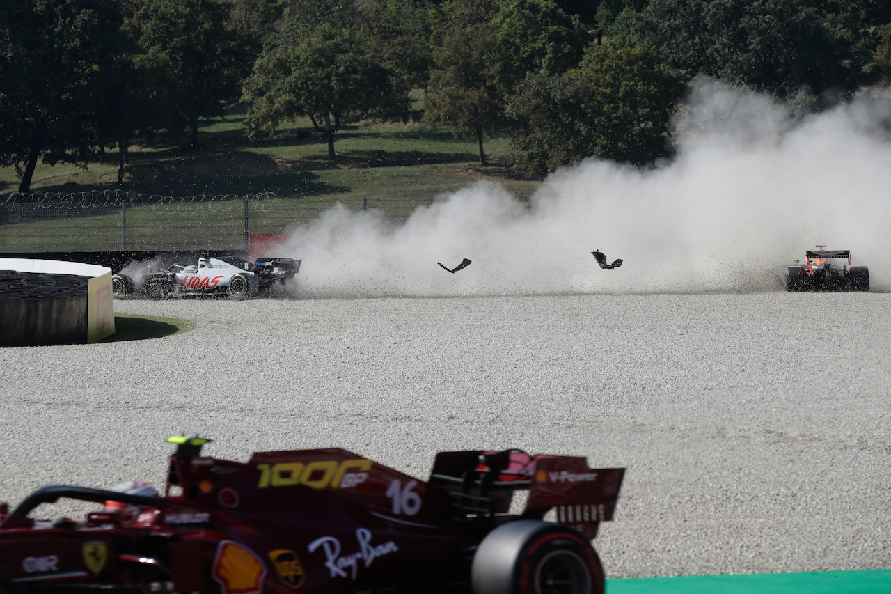 GP TOSCANA FERRARI 1000, Max Verstappen (NLD) Red Bull Racing RB16 crashes out of the race with Romain Grosjean (FRA) Haas F1 Team VF-20. 13.09.2020. Formula 1 World Championship, Rd 9, Tuscan Grand Prix, Mugello, Italy, Gara Day. - www.xpbimages.com, EMail: requests@xpbimages.com © Copyright: FIA Pool Image for Editorial Use Only