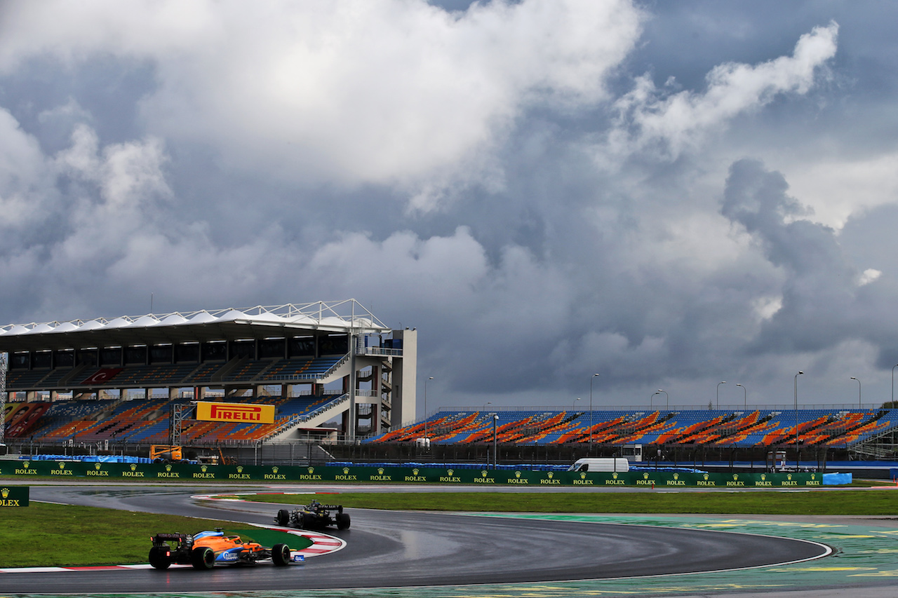 GP TURCHIA, Carlos Sainz Jr (ESP) McLaren MCL35. 15.11.2020. Formula 1 World Championship, Rd 14, Turkish Grand Prix, Istanbul, Turkey, Gara Day. - www.xpbimages.com, EMail: requests@xpbimages.com © Copyright: Batchelor / XPB Images