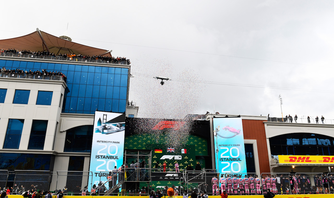 GP TURCHIA, The podium (L to R): Sebastian Vettel (GER) Ferrari, third; Lewis Hamilton (GBR) Mercedes AMG F1, vincitore e World Champion; Sergio Perez (MEX) Racing Point F1 Team, second. 15.11.2020. Formula 1 World Championship, Rd 14, Turkish Grand Prix, Istanbul, Turkey, Gara Day. - www.xpbimages.com, EMail: requests@xpbimages.com © Copyright: FIA Pool Image for Editorial Use Only