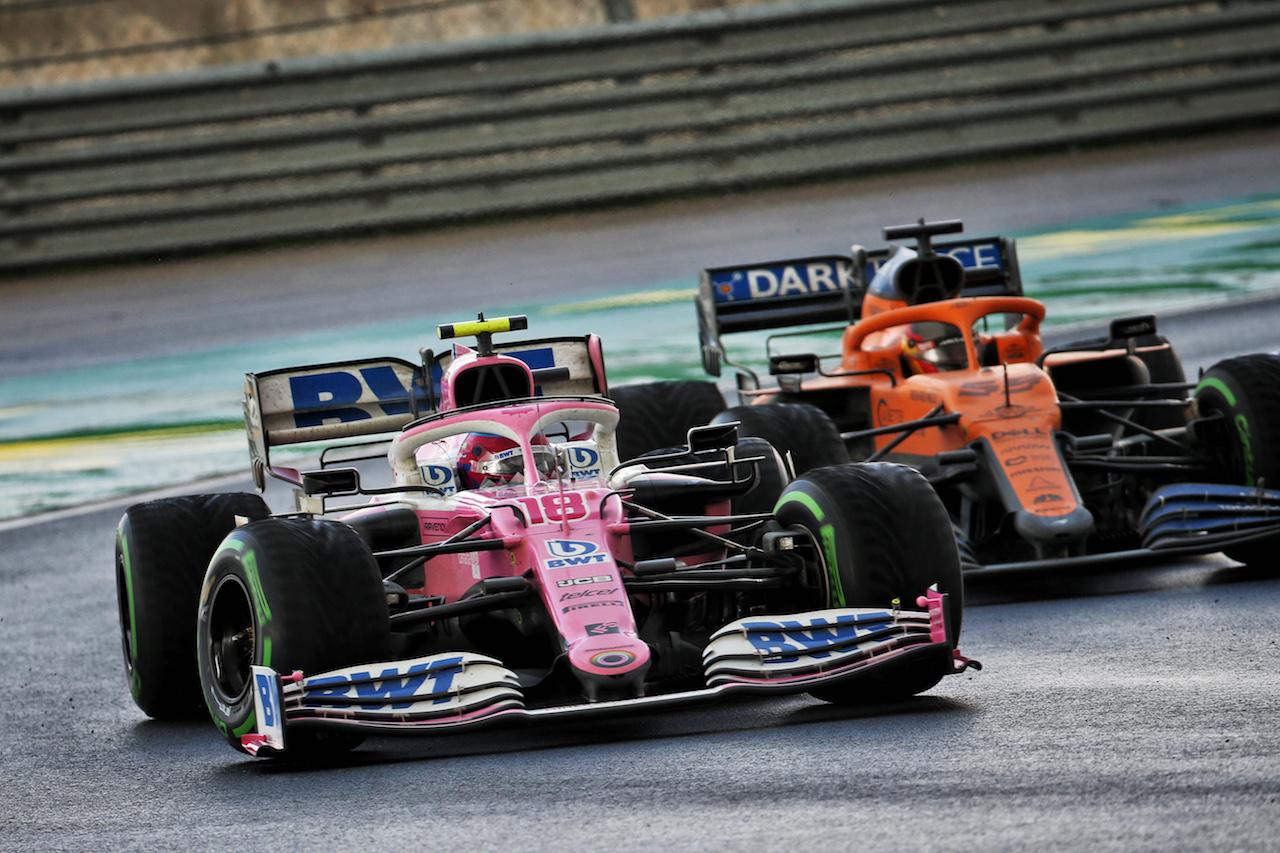 GP TURCHIA, Lance Stroll (CDN) Racing Point F1 Team RP20 e Carlos Sainz Jr (ESP) McLaren MCL35 battle for position. 15.11.2020. Formula 1 World Championship, Rd 14, Turkish Grand Prix, Istanbul, Turkey, Gara Day. - www.xpbimages.com, EMail: requests@xpbimages.com © Copyright: Batchelor / XPB Images