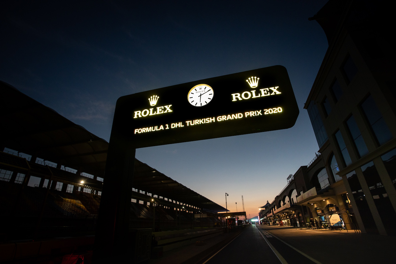 GP TURCHIA, Circuit Atmosfera - Rolex clock in the pits at night.