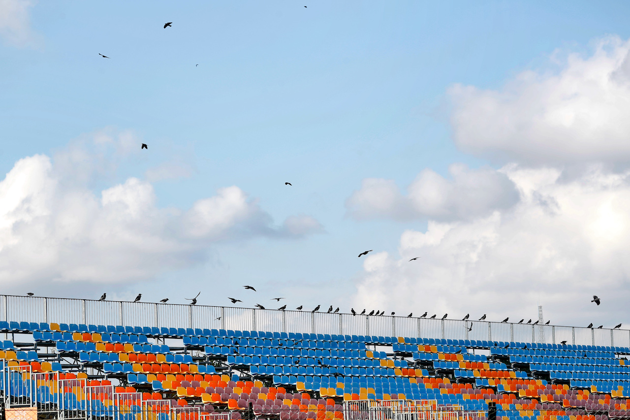 GP TURCHIA, Circuit Atmosfera - birds in the grandstand. 12.11.2020. Formula 1 World Championship, Rd 14, Turkish Grand Prix, Istanbul, Turkey, Preparation Day. - www.xpbimages.com, EMail: requests@xpbimages.com © Copyright: Staley / XPB Images