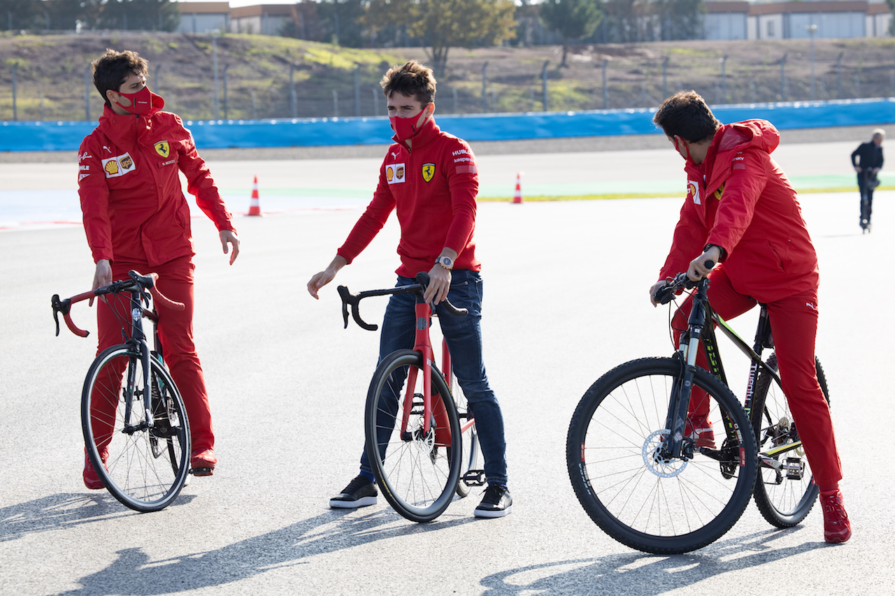 GP TURCHIA, Charles Leclerc (MON) Ferrari rides the circuit with the team.  12.11.2020. Formula 1 World Championship, Rd 14, Turkish Grand Prix, Istanbul, Turkey, Preparation Day. - www.xpbimages.com, EMail: requests@xpbimages.com © Copyright: Bearne / XPB Images