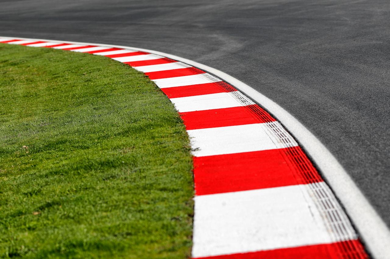 GP TURCHIA, Circuit Atmosfera - kerb detail. 12.11.2020. Formula 1 World Championship, Rd 14, Turkish Grand Prix, Istanbul, Turkey, Preparation Day. - www.xpbimages.com, EMail: requests@xpbimages.com © Copyright: Staley / XPB Images