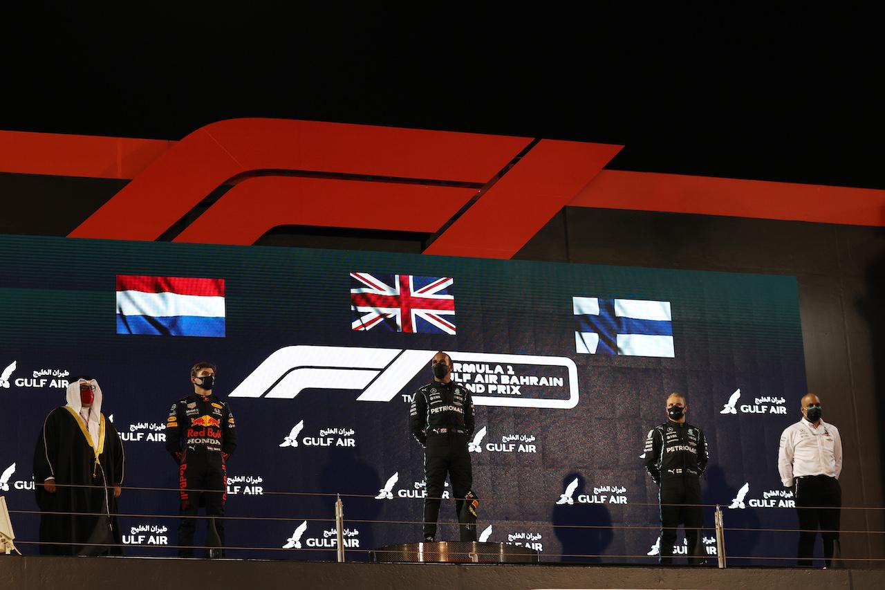 GP BAHRAIN, 1st place Lewis Hamilton (GBR) Mercedes AMG F1, 2nd place Max Verstappen (NLD) Red Bull Racing e 3rd place Valtteri Bottas (FIN) Mercedes AMG F1.28.03.2021. Formula 1 World Championship, Rd 1, Bahrain Grand Prix, Sakhir, Bahrain, Gara Day.- www.xpbimages.com, EMail: requests@xpbimages.com © Copyright: Batchelor / XPB Images