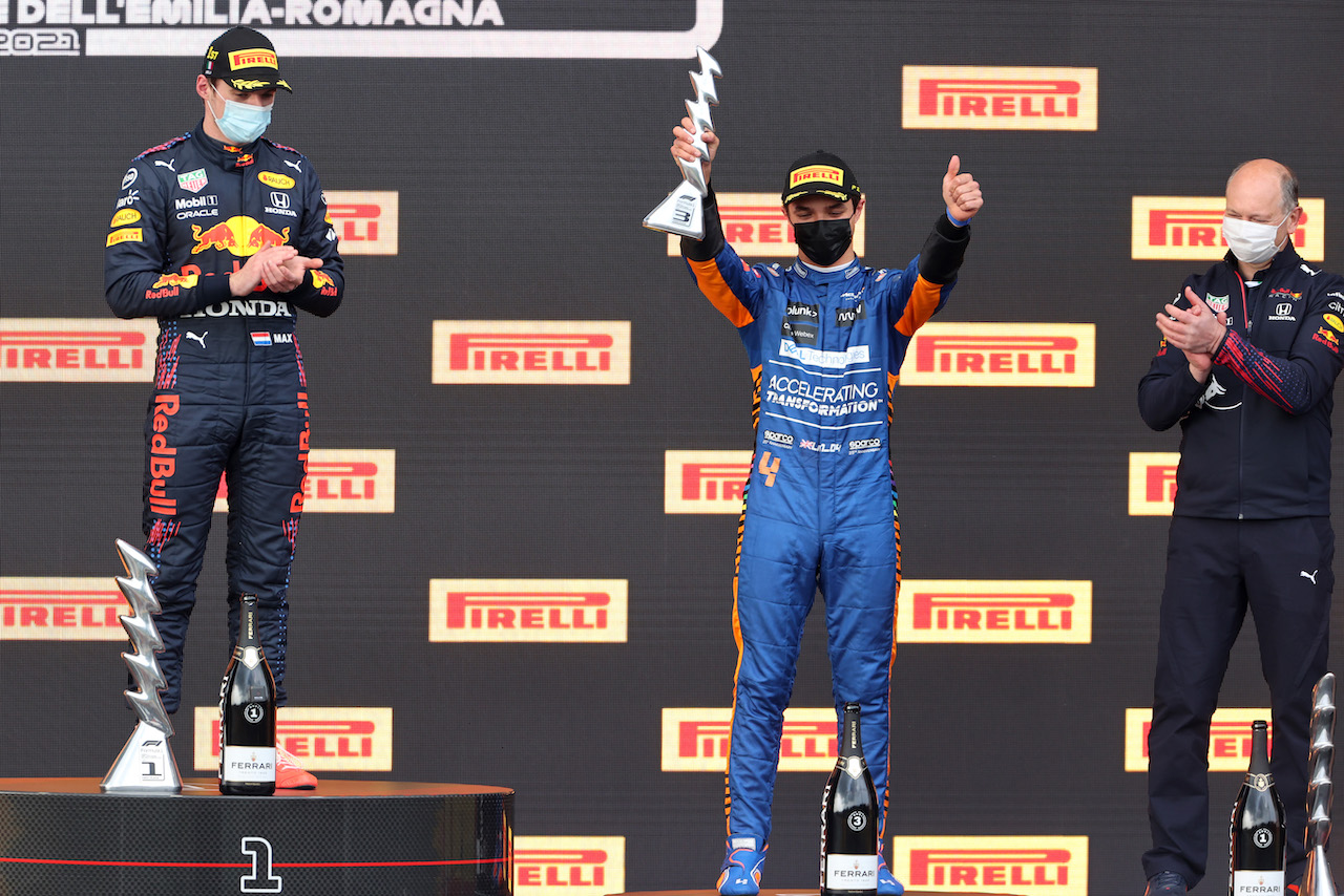 GP IMOLA, Max Verstappen (NLD), Red Bull Racing, Lando Norris (GBR), McLaren F1 Team e Karl Sengstbratl, Red Bull Racing Finance & Operations Director18.04.2021. Formula 1 World Championship, Rd 2, Emilia Romagna Grand Prix, Imola, Italy, Gara Day.- www.xpbimages.com, EMail: requests@xpbimages.com © Copyright: Charniaux / XPB Images