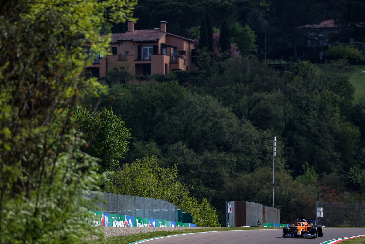 GP IMOLA, Daniel Ricciardo (AUS), McLaren F1 Team 16.04.2021. Formula 1 World Championship, Rd 2, Emilia Romagna Grand Prix, Imola, Italy, Practice Day.- www.xpbimages.com, EMail: requests@xpbimages.com © Copyright: Charniaux / XPB Images