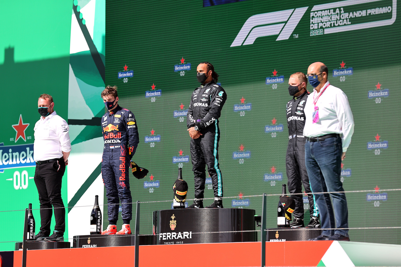 GP PORTOGALLO, 1st place Lewis Hamilton (GBR) Mercedes AMG F1, 2nd place Max Verstappen (NLD) Red Bull Racing e 3rd place Valtteri Bottas (FIN) Mercedes AMG F1.02.05.2021. Formula 1 World Championship, Rd 3, Portuguese Grand Prix, Portimao, Portugal, Gara Day.- www.xpbimages.com, EMail: requests@xpbimages.com © Copyright: Batchelor / XPB Images