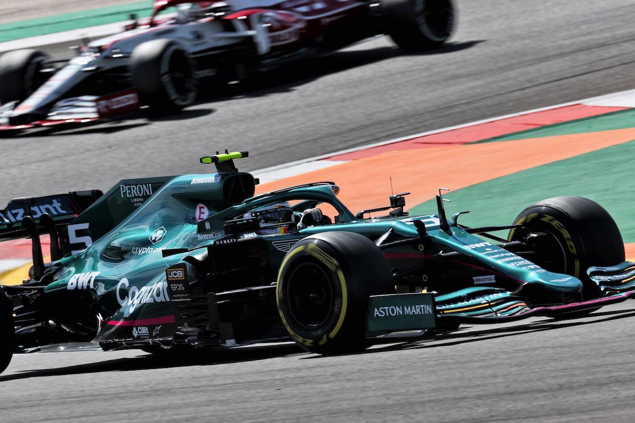 GP PORTOGALLO, Sebastian Vettel (GER) Aston Martin F1 Team AMR21. 02.05.2021. Formula 1 World Championship, Rd 3, Portuguese Grand Prix, Portimao, Portugal, Gara Day. - www.xpbimages.com, EMail: requests@xpbimages.com © Copyright: Batchelor / XPB Images