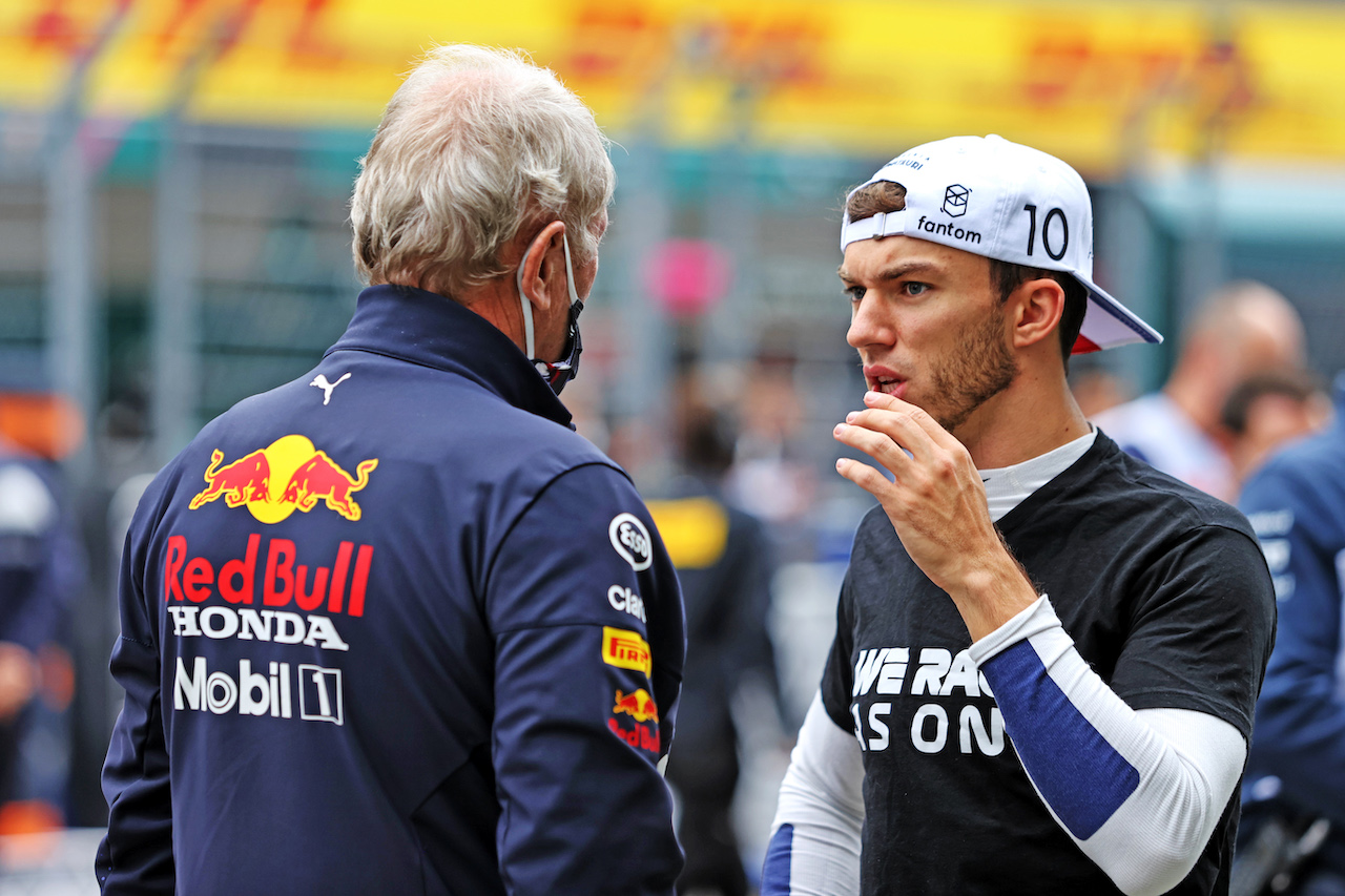 GP RUSSIA, (L to R): Dr Helmut Marko (AUT) Red Bull Motorsport Consultant with Pierre Gasly (FRA) AlphaTauri on the grid. 26.09.2021. Formula 1 World Championship, Rd 15, Russian Grand Prix, Sochi Autodrom, Sochi, Russia, Gara Day. - www.xpbimages.com, EMail: requests@xpbimages.com © Copyright: Moy / XPB Images