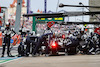 GP RUSSIA, Yuki Tsunoda (JPN) AlphaTauri AT02 makes a pit stop. 26.09.2021. Formula 1 World Championship, Rd 15, Russian Grand Prix, Sochi Autodrom, Sochi, Russia, Gara Day. - www.xpbimages.com, EMail: requests@xpbimages.com © Copyright: Charniaux / XPB Images
