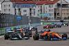 GP RUSSIA, Lewis Hamilton (GBR) Mercedes AMG F1 W12 e Daniel Ricciardo (AUS) McLaren MCL35M battle for position at the partenza of the race. 26.09.2021. Formula 1 World Championship, Rd 15, Russian Grand Prix, Sochi Autodrom, Sochi, Russia, Gara Day. - www.xpbimages.com, EMail: requests@xpbimages.com © Copyright: Batchelor / XPB Images