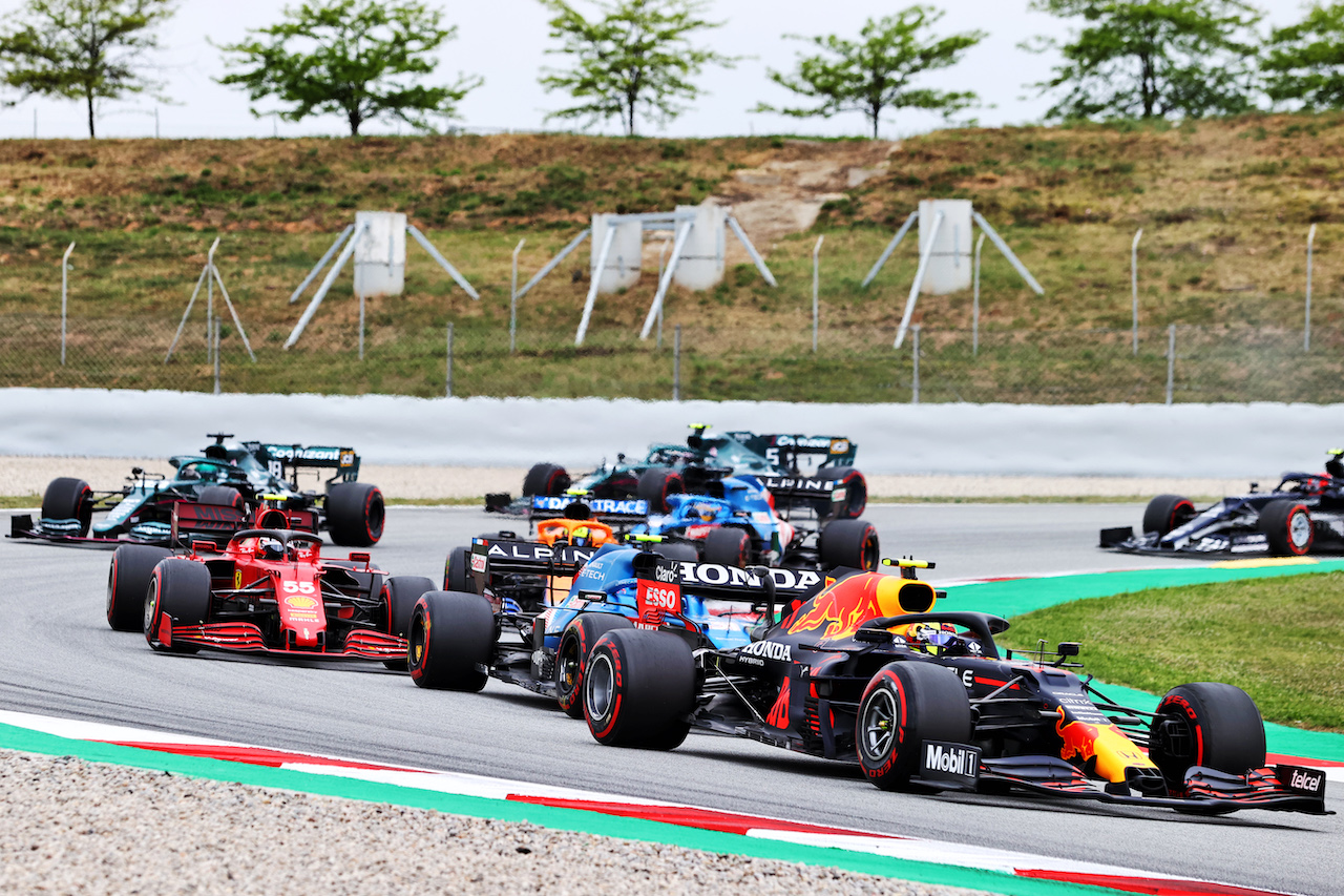 GP SPAGNA, Sergio Perez (MEX) Red Bull Racing RB16B. 09.05.2021. Formula 1 World Championship, Rd 4, Spanish Grand Prix, Barcelona, Spain, Gara Day. - www.xpbimages.com, EMail: requests@xpbimages.com © Copyright: Moy / XPB Images