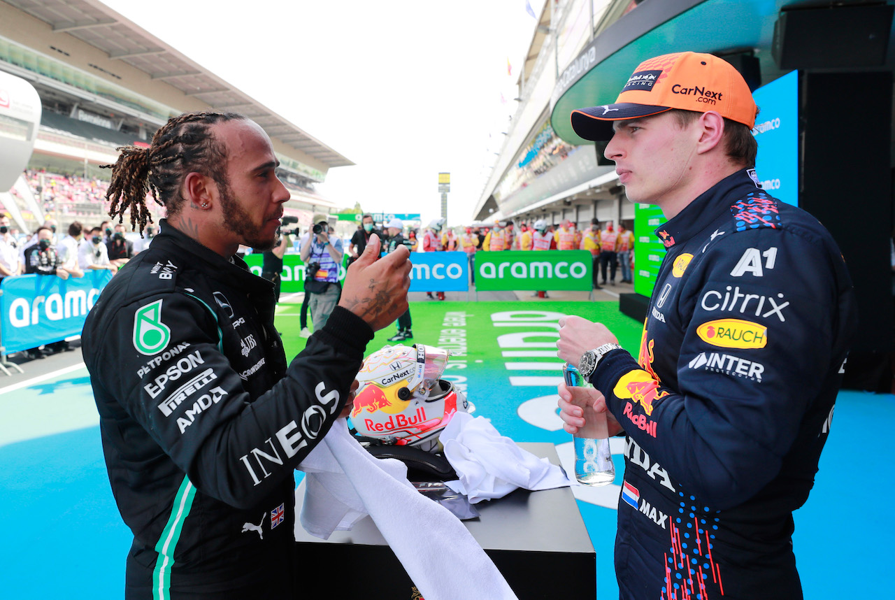 GP SPAGNA, (L to R): Gara winner Lewis Hamilton (GBR) Mercedes AMG F1 in parc ferme with second placed Max Verstappen (NLD) Red Bull Racing. 09.05.2021. Formula 1 World Championship, Rd 4, Spanish Grand Prix, Barcelona, Spain, Gara Day. - www.xpbimages.com, EMail: requests@xpbimages.com © Copyright: FIA Pool Image for Editorial Use Only