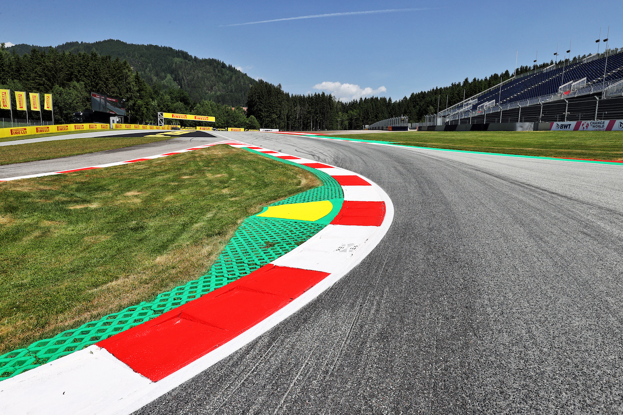 GP STIRIA, Circuit Atmosfera - kerb detail. 24.06.2021. Formula 1 World Championship, Rd 8, Steiermark Grand Prix, Spielberg, Austria, Preparation Day. - www.xpbimages.com, EMail: requests@xpbimages.com © Copyright: Moy / XPB Images