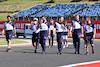 GP UNGHERIA, Yuki Tsunoda (JPN) AlphaTauri walks the circuit with the team. 29.07.2021. Formula 1 World Championship, Rd 11, Hungarian Grand Prix, Budapest, Hungary, Preparation Day. - www.xpbimages.com, EMail: requests@xpbimages.com © Copyright: Batchelor / XPB Images