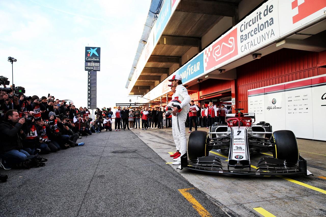 Antonio Giovinazzi (ITA) Alfa Romeo Racing and team mate Kimi Raikkonen (FIN) Alfa Romeo Racing. 18.02.2019.