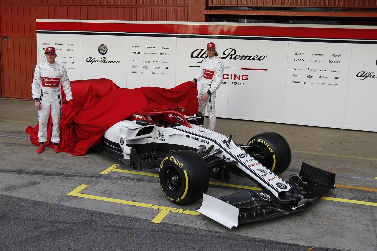 (L to R): Kimi Raikkonen (FIN) Alfa Romeo Racing with Antonio Giovinazzi (ITA) Alfa Romeo Racing. 18.02.2019.