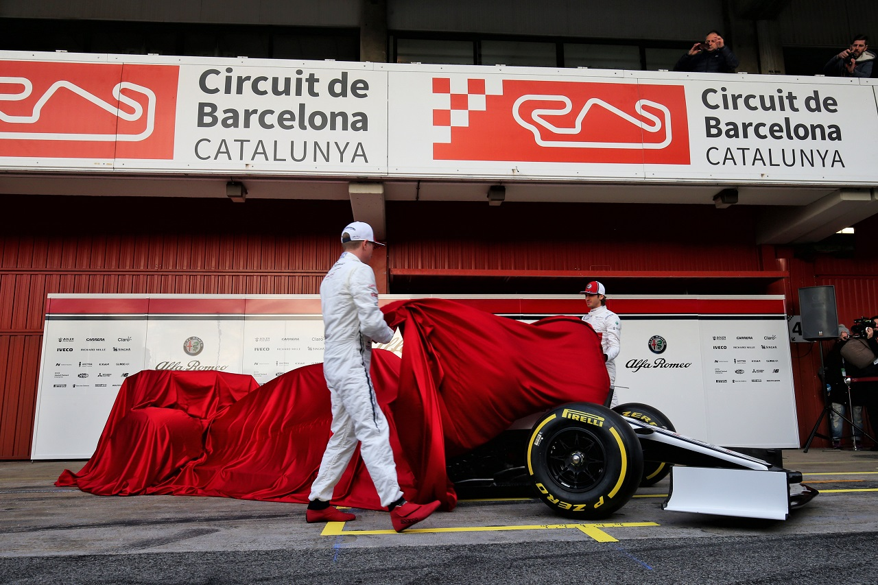 (L to R): Kimi Raikkonen (FIN) Alfa Romeo Racing with team mate Antonio Giovinazzi (ITA) Alfa Romeo Racing. 18.02.2019.