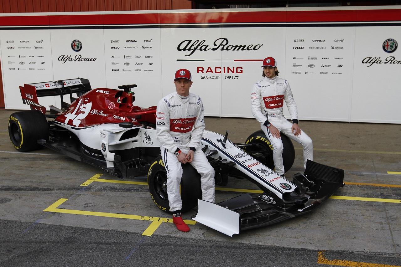 Kimi Raikkonen (FIN) Alfa Romeo Racing with Antonio Giovinazzi (ITA) Alfa Romeo Racing. 18.02.2019.