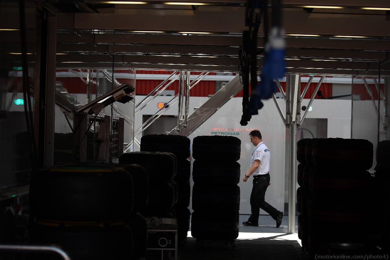 10.05.2012- Mercedes AMG garage