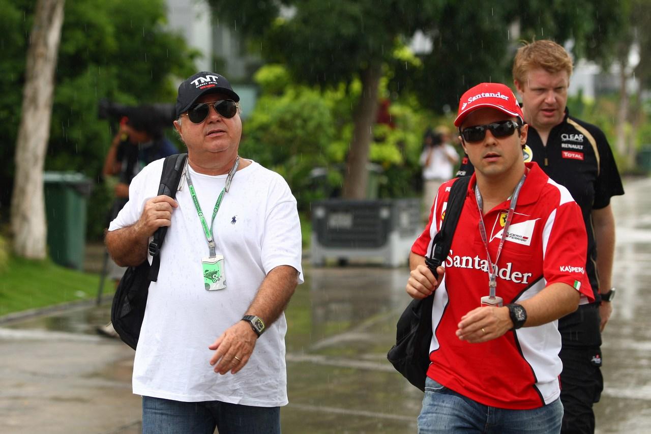 22.03.2012- Felipe Massa (BRA) Scuderia Ferrari F2012 and his father Luis Antonio Massa (BRA)