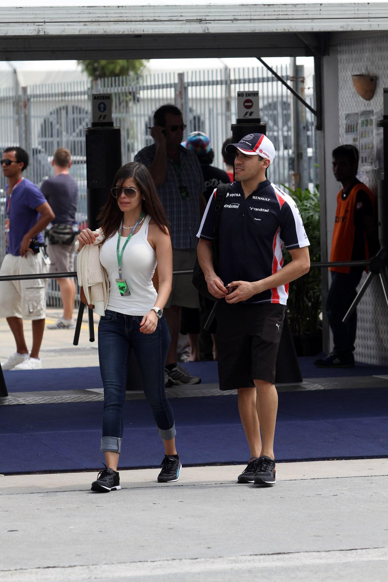 22.03.2012- Pastor Maldonado (VEN) Williams F1 Team FW34 and his girlfriend