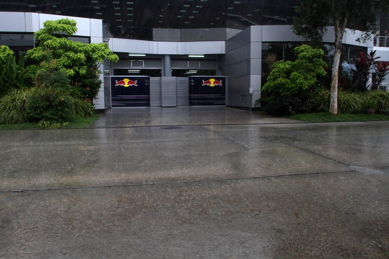 22.03.2012- Rain in the paddock