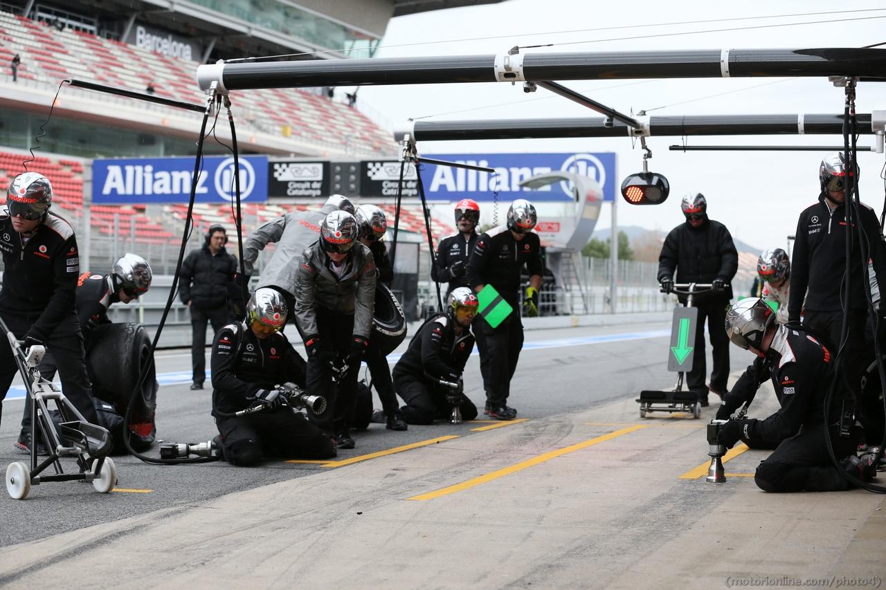McLaren practice a pit stop. 01.03.2013.