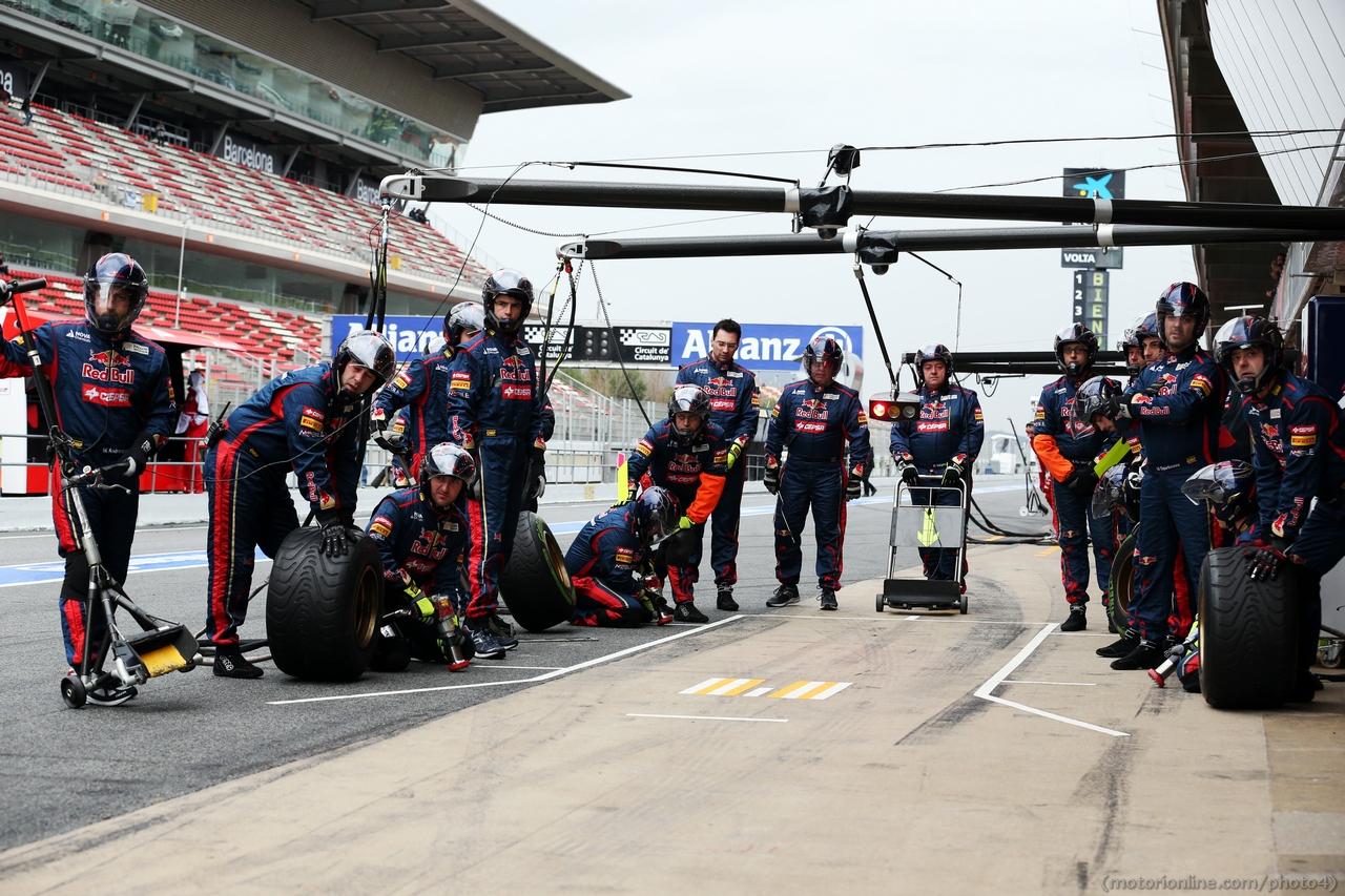 Scuderia Toro Rosso practice pit stops. 01.03.2013.