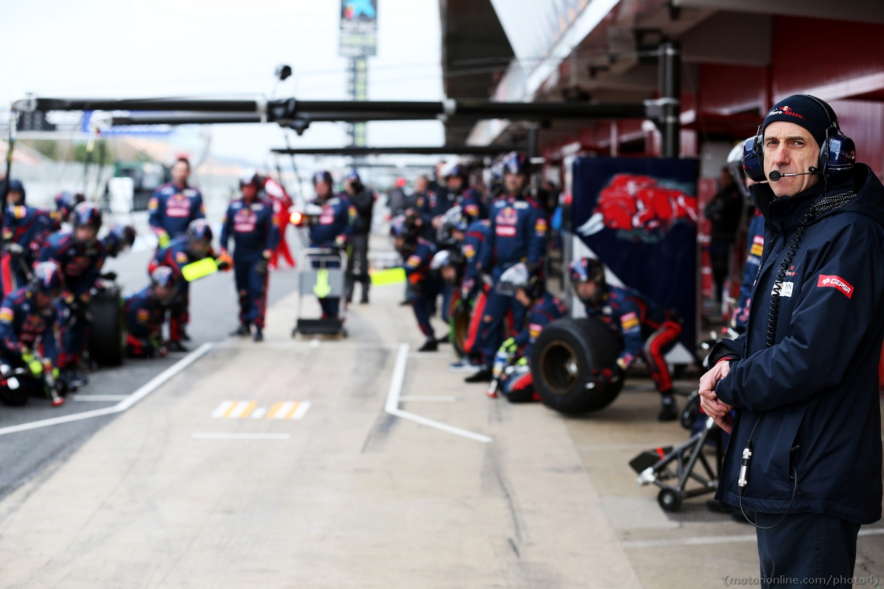 Franz Tost (AUT) Scuderia Toro Rosso Team Principal oversees practice pit stops. 01.03.2013.
