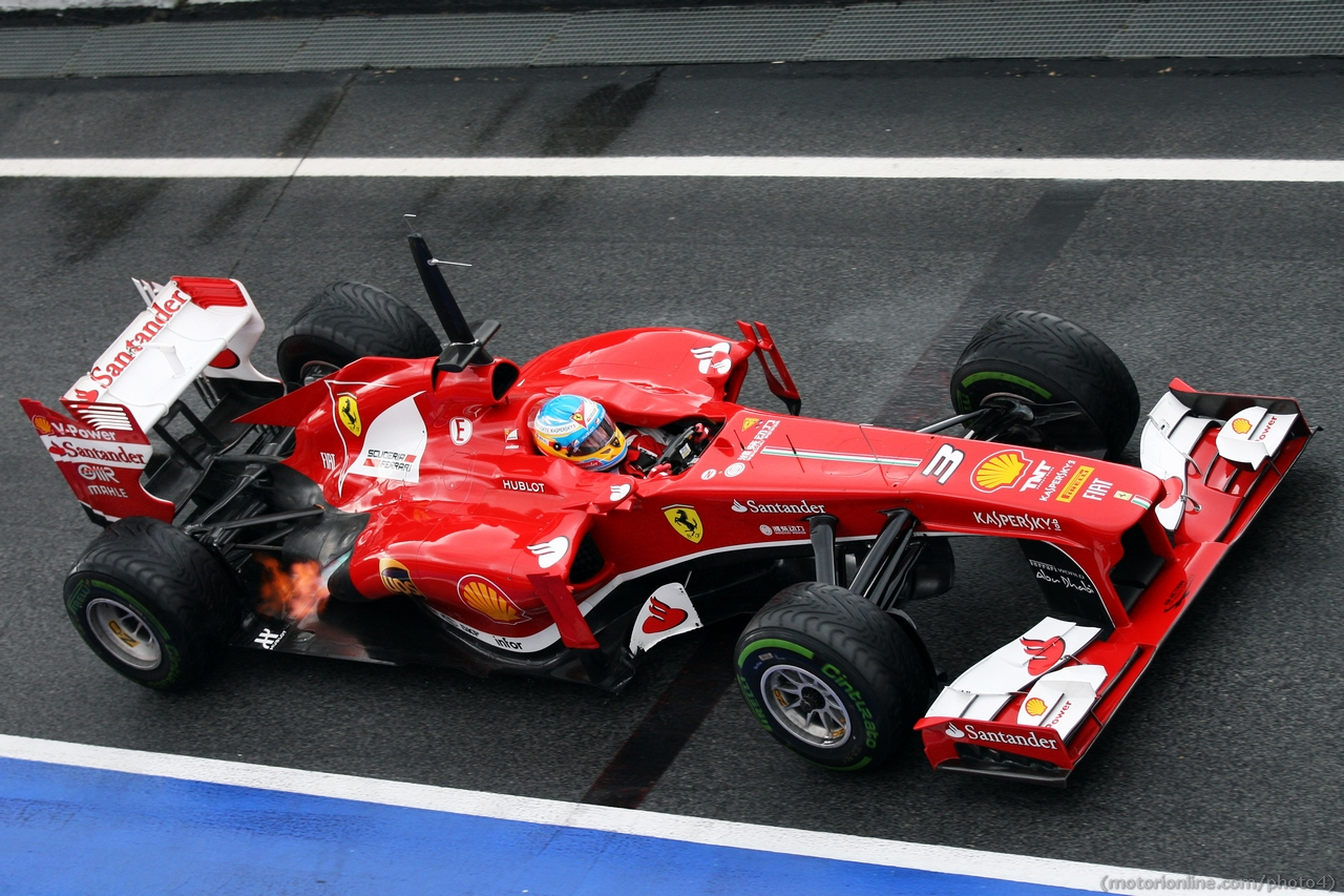 Fernando Alonso (ESP) Ferrari F138 spits flame from the exhaust. 01.03.2013.