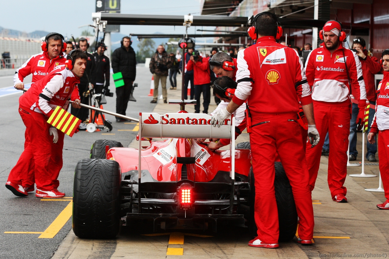 Fernando Alonso (ESP) Ferrari F138 in the pits. 01.03.2013.