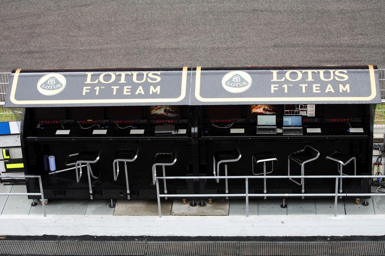 Lotus F1 Team pit gantry. 01.03.2013.