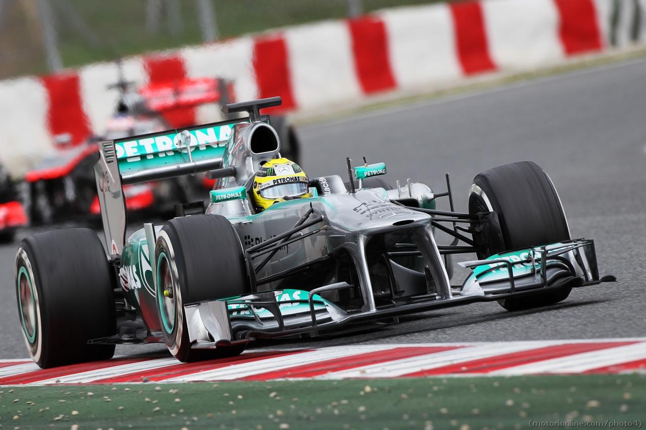Nico Rosberg (GER) Mercedes AMG F1 W04 leads Jenson Button (GBR) McLaren MP4-28. 01.03.2013.