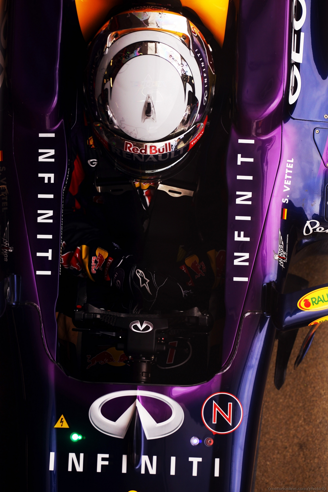 Sebastian Vettel (GER) Red Bull Racing RB9. 01.03.2013.