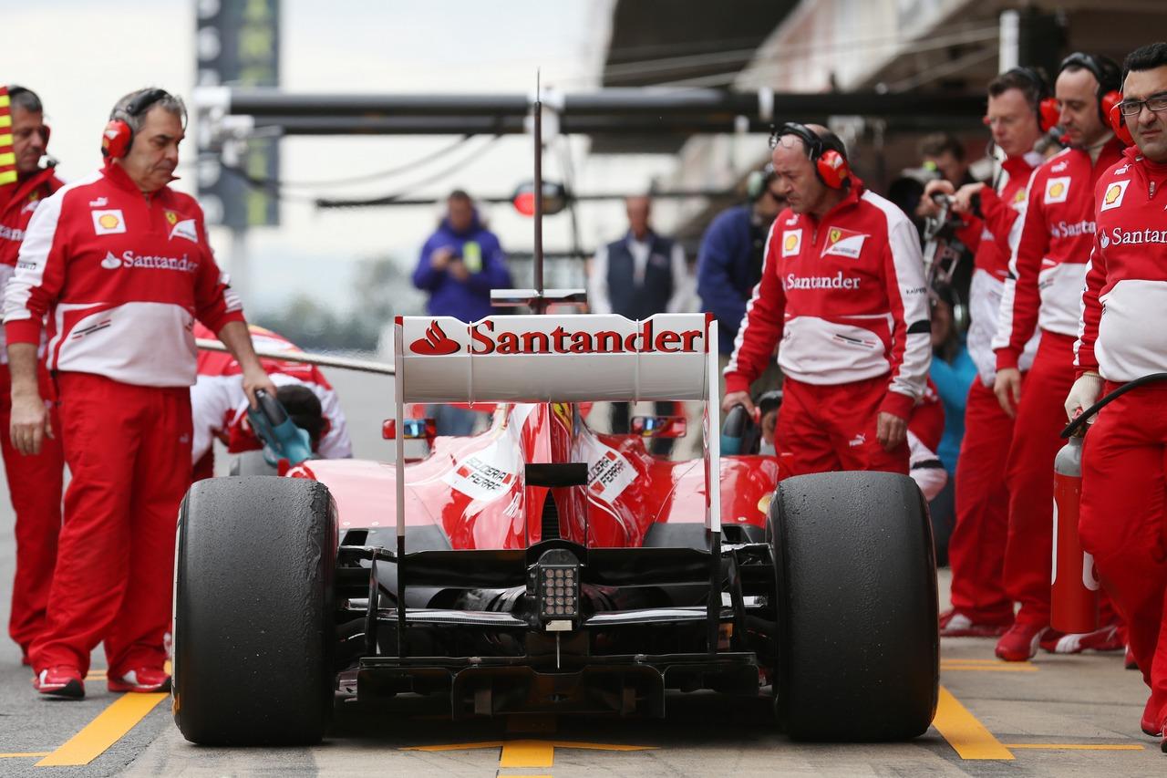 Fernando Alonso (ESP) Ferrari F138 in the pits.