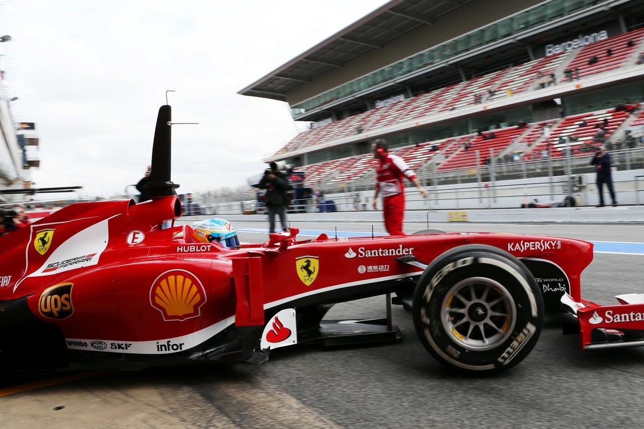 Fernando Alonso (ESP) Ferrari F138 leaves the pits.