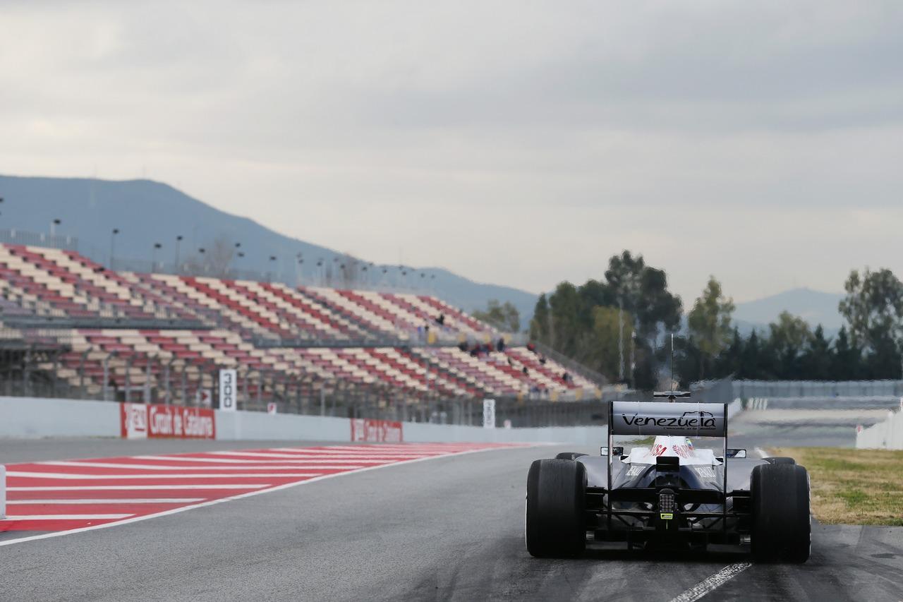 Pastor Maldonado (VEN) Williams FW35 at the pit exit.